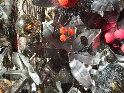 silver-christmas-decorations